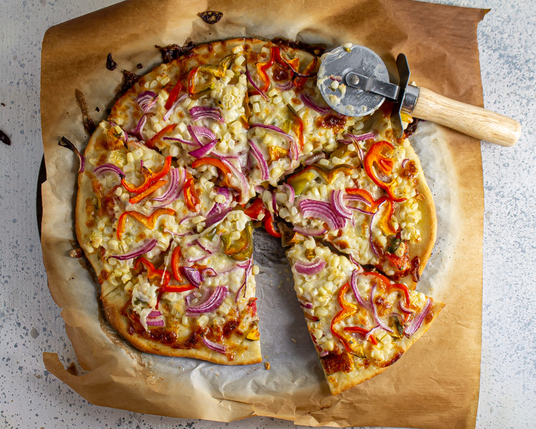 red onion, corn and bell pepper pizza